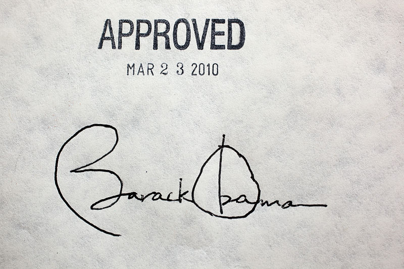 Obama_healthcare_signatureChuckKennedy